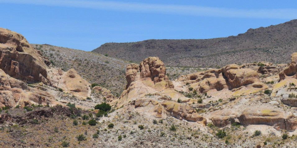 Can you see the face shaped rocks ?
