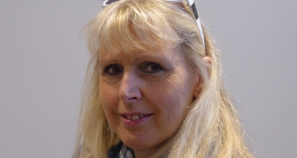 Dr Liz Saunders