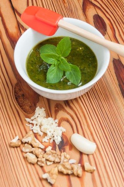 Receita de Pesto de manjericão, alho e nozes   Cozinha do João