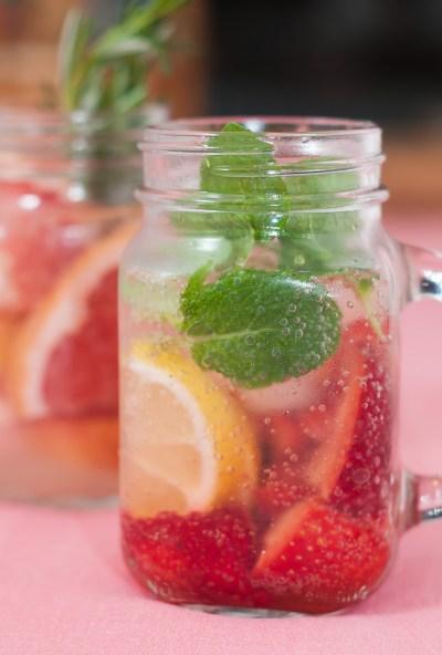 Receita de soft drink (sem álcool) de morango com hortelã | Cozinha do João