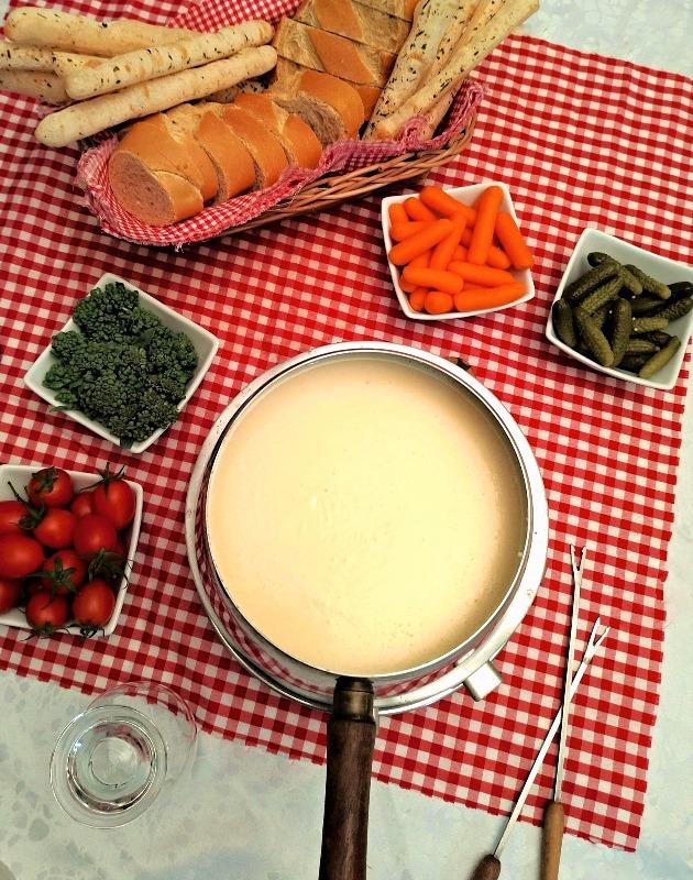 Fondue de queijos mais acessível (com queijos brasileiros)
