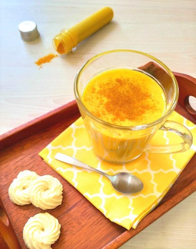Golden milk (leite com cúrcuma e especiarias)