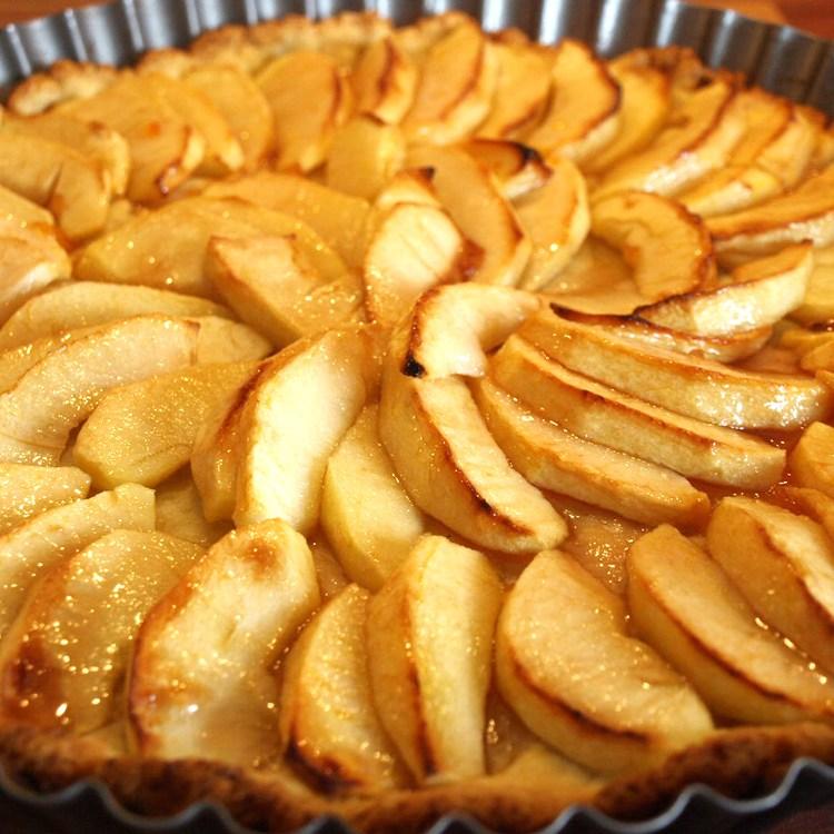 Französische Apfeltarte, apricotiert
