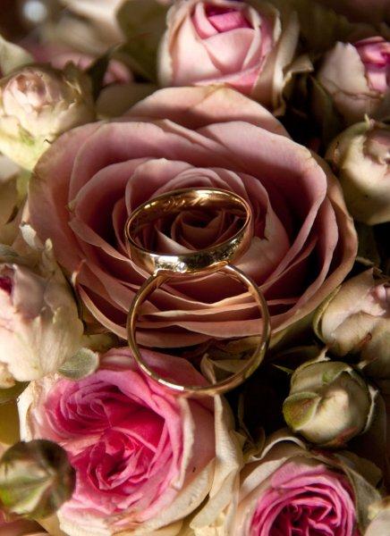 Ringe auf Brautstrauß