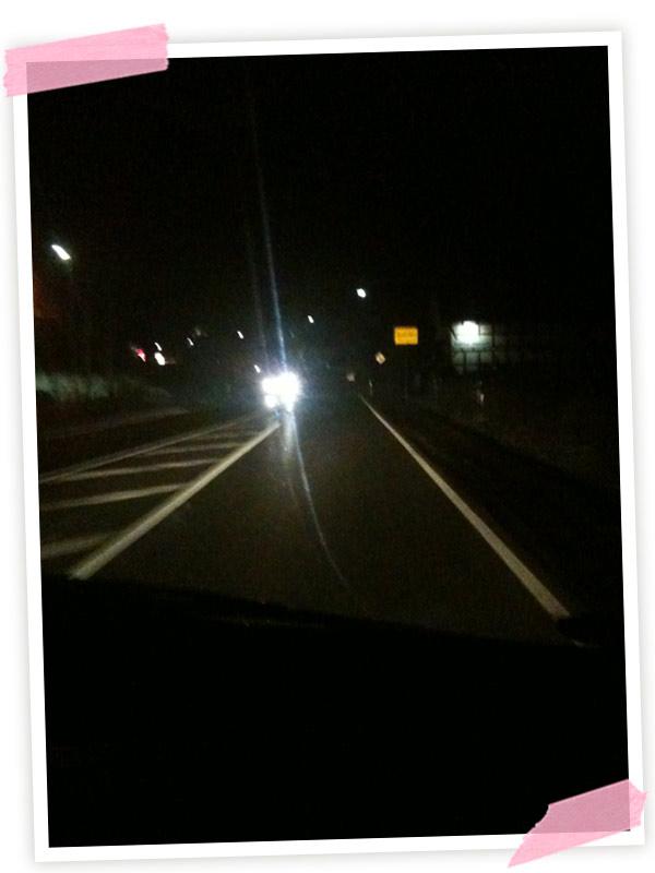 Dann noch durch die Dunkelheit ins nächste Dorf gefahren
