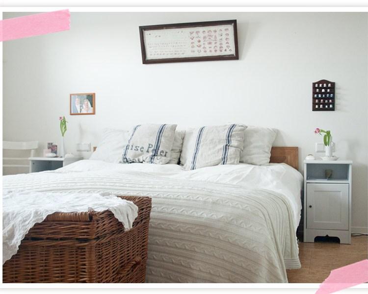 Bett gemacht und Schlafzimmer aufgeräumt