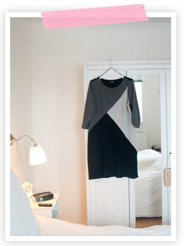 Back to reality: Dieses Kleid habe ich mir für die Blogst-Konferenz gekauft. Kein Designerteil, sondern von Ernstings. Aber es ist aus super-weichem fliessenden Jersey und sitzt rundherum gut, auch in 46. Ich hatte eine Petrolfarbene Strumpfhose und schwarze Ankle-Boots dazu an.  Obwohl ich aufgeregt war und kurz vor meiner Präsentation ganz furchtbar geschwitzt habe vor Aufregung, hielt dieses Kleid allem stand. Und immer wenn ich es sehe oder trage, denke ich an diesen tollen Tag in Hamburg.