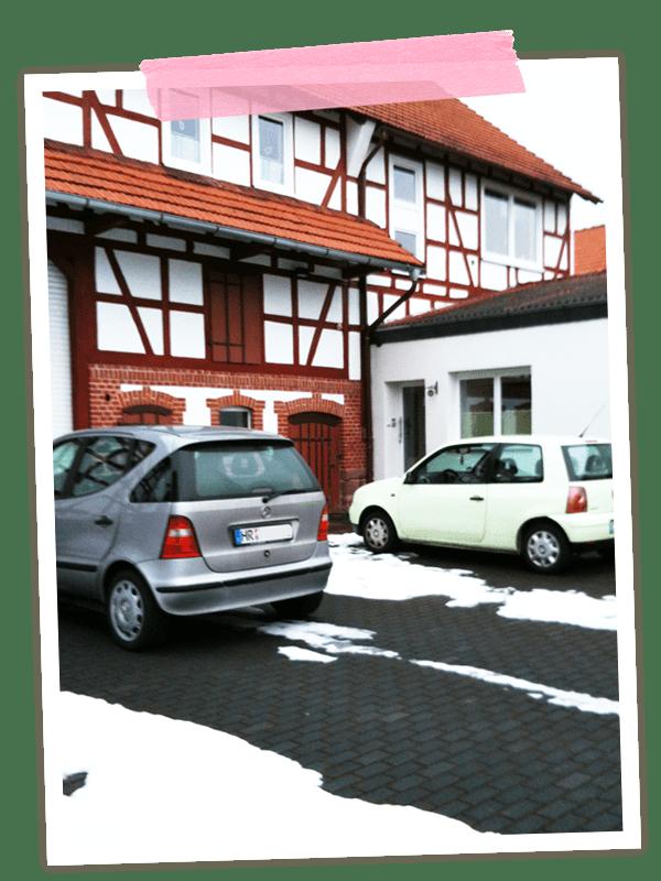 Deswegen gibt es auch keine neue Digicam. Wir haben win günstiges, gutes kleines Auto angeboten bekommen - und ich habe es ohne groß nachzudenken gekauft. Endlich frei ;-) Auf dem Dorf mit nur einem Auto ist einfach doof!