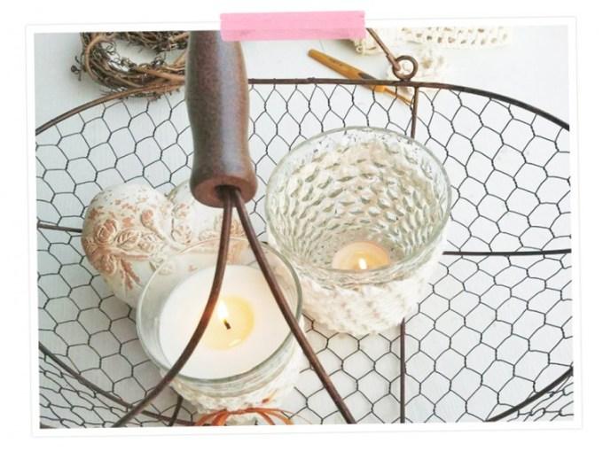 Eine wunderschöne Deko für laue Sommerabende: Umhäkelte Teelichter. Mit Anleitung