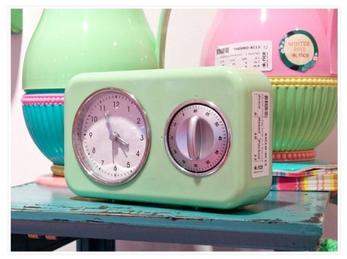 So eine Uhr mit Kurzzeitmesser passt auch hervorragend in meine Shabby-Küche ;-)