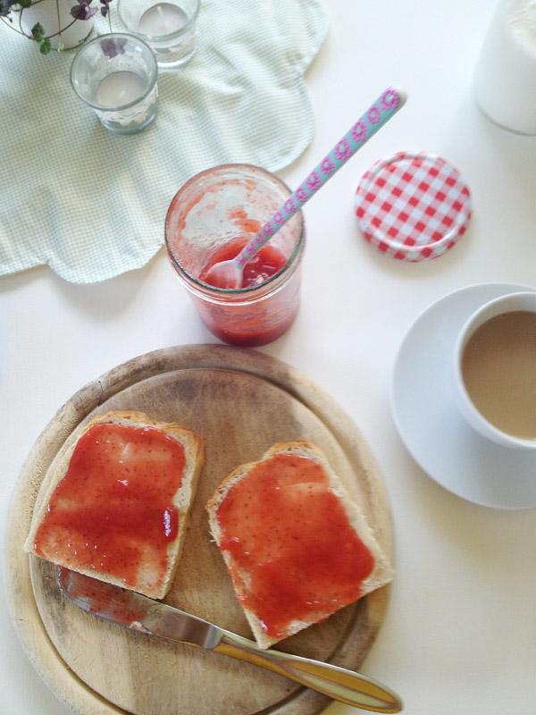 Frühstück mit selbstgemachter Marmelade