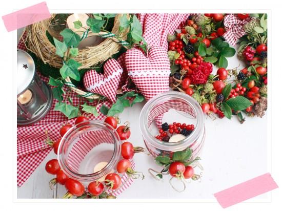 Herbstschätze: Dekoration mit den Schätzen der Natur: Teelichter  aus altem Weckglas und ein schöner geflochtener Türkranz