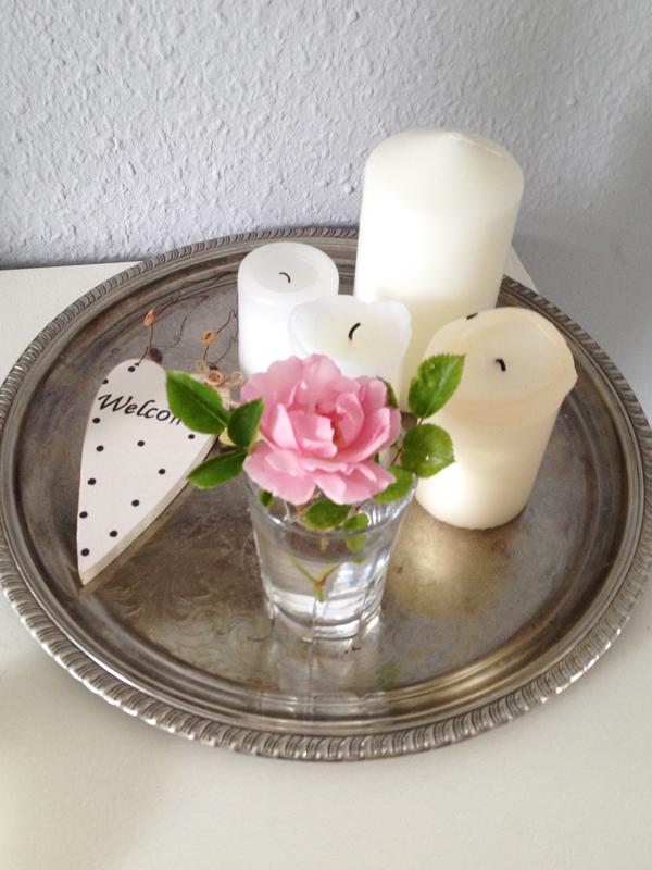 Die letzte Rose aus dem Garten geholt.