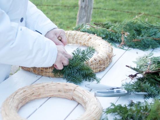 Mit den fertigen Weidenkränzen geht es ganz einfach.. Weihnachten: Fotoanleitung Kränze binden ein DIY von Cozy & Cuddly
