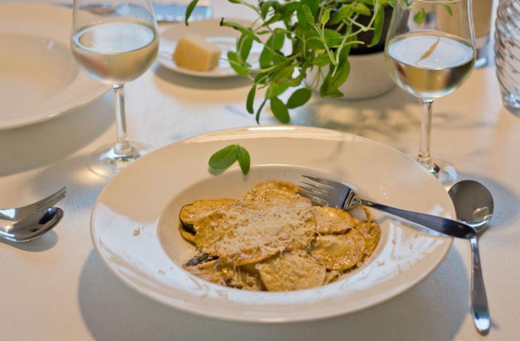 Leckere Selbstgemachte Ravioli mit der neuen KitchenAid und dem Pastaaufsatz