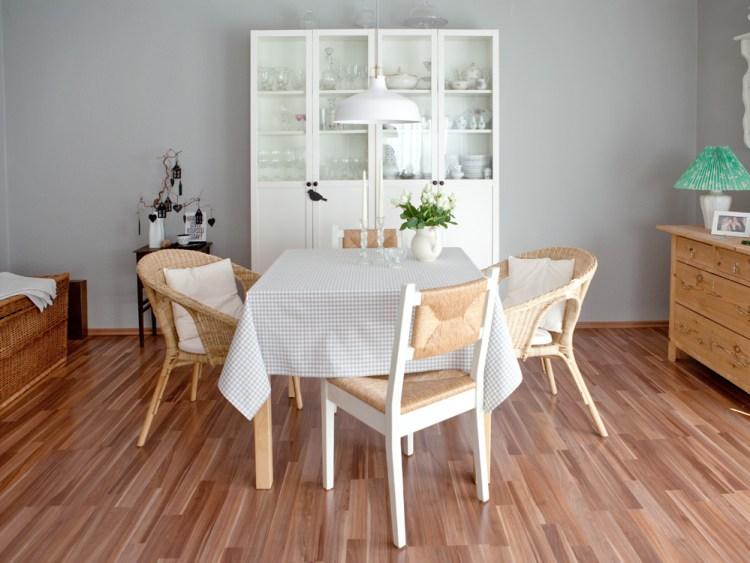 Ein Möbelstück mit Seele hat ein neues Kleid bekommen. Im Shabby-Stil restauriert erstrahlt er in neuem grauen Glanz!