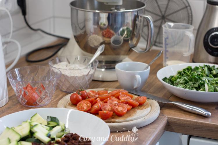 Vegane Gemüse-Quiche - Rezept mit mit Mangold, Tomaten und Zucchini  4