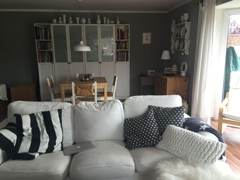 Dann ging es für mich endlich aufs Sofa. Und das Wetter war zum ersten Mal Sonntags auch wieder doof. Also fiel die Gartenarbeit sowieso aus  ;-)