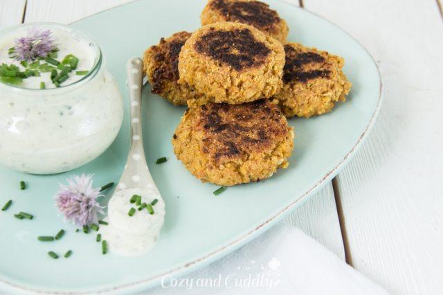 Leckere vegane Frikadellen mit Kräuterdip/ Tsaziki