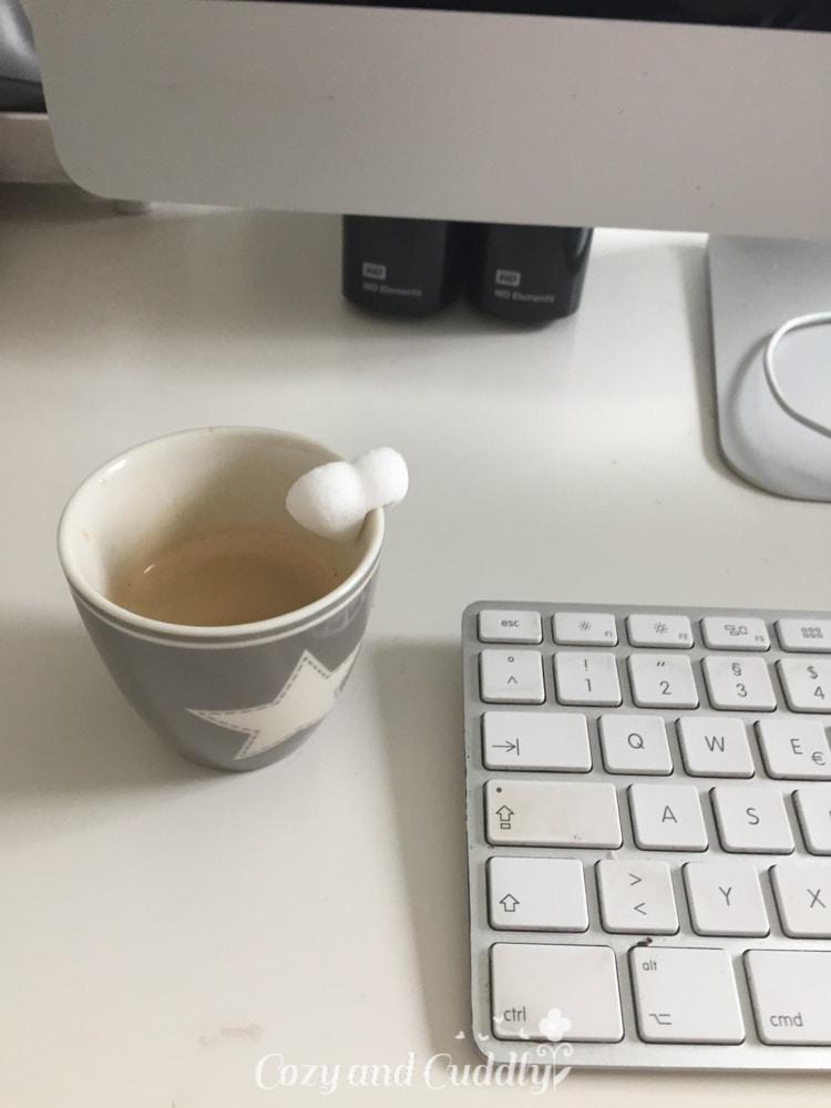 Das Mittagessen bestand aus einer Stulle, die ich vergass zu knipsen, also den Kaffee danach.