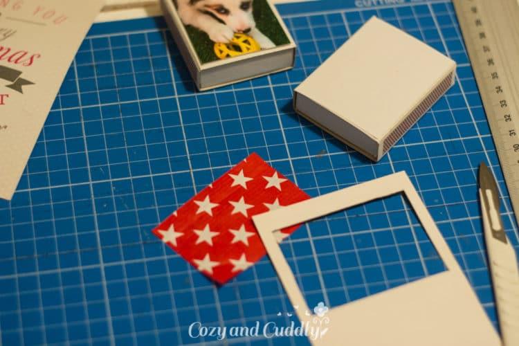 Dann schneidet ihr das Motiv aus. Ihr könnt es auch noch verzieren, z.B. mit hübschen Stickern.