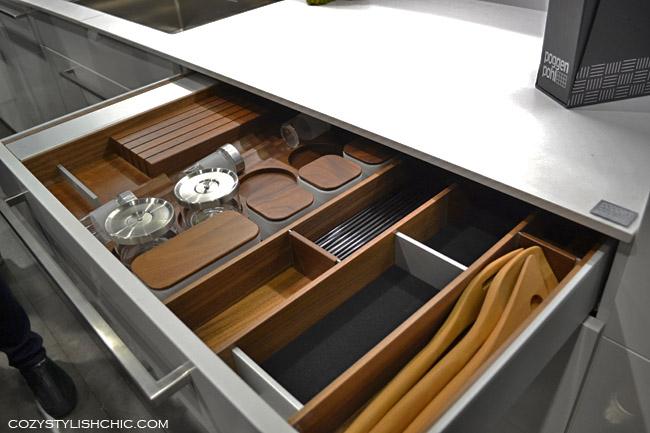 Poggenpohl organized kitchen drawers via cozystylishchic.com