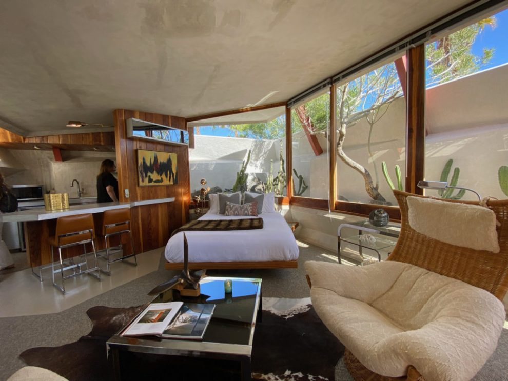 A living space in a boutique apartment in The Lautner Compound - Palm Springs
