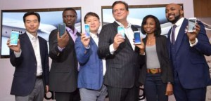 Executives-and-brand-ambassador-Banky-W-at-Launch-of-Galaxy-S6-702x336