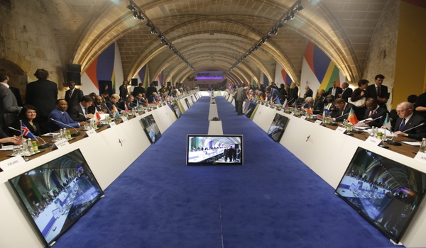 epa05021535 A general view into the meeting on the second day of the Valletta Summit on Migration 2015, in Valletta, Malta, 12 November 2015. European and African leaders meet in Malta for a two-day migration summit, as Europe struggles to stem the flow of people attempting to reach its shores.  EPA/ARMANDO BABANI  Dostawca: PAP/EPA.