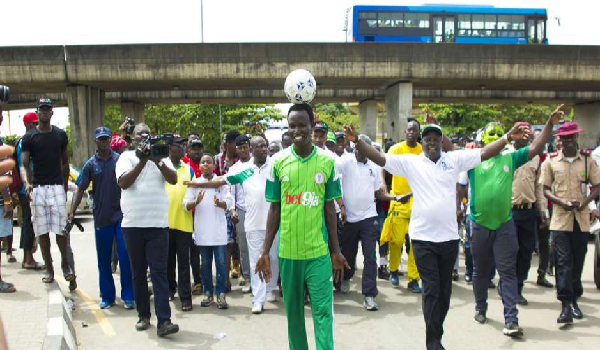 Harrison Chinedu almost arriving the National Stadium, Surulere, Lagos state to break the world record. Image Credit: Goal.com via Bet9ja