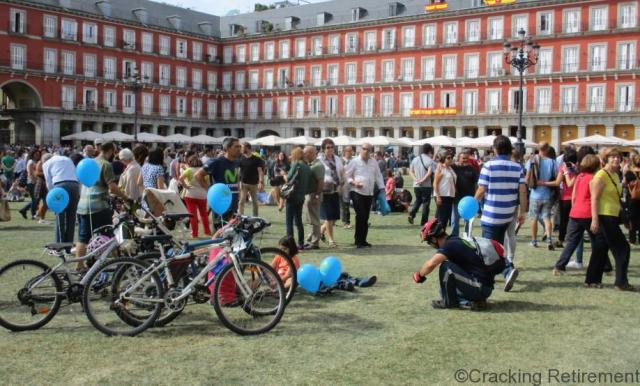 Cracking REtirement Plaza Mayor grass