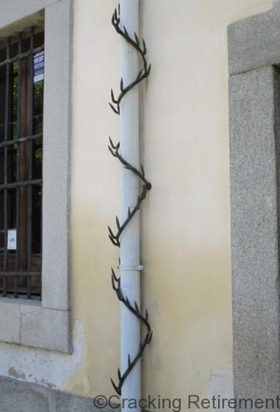 Cracking REtirement Madrid vandalism deterrent