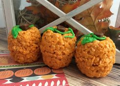Now that school is back in session, so are pumpkins, spice, and everything nice. These Rice Krispie Treat Pumpkins will be a favorite with the kids.