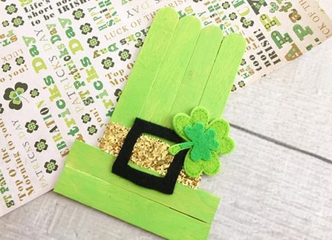 Make St. Patricks Day fun for the whole family and make our St. Patrick's Day Leprechaun Hat Kids Craft with the kiddos.