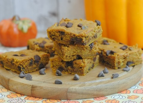 Chocolate chip pumpkin bars are the perfect for dessert for all you pumpkin lovers!
