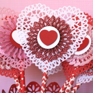 Paper Rosette Heart Favors #valentinesday #valentinedecor #valentinesfavors #hearts
