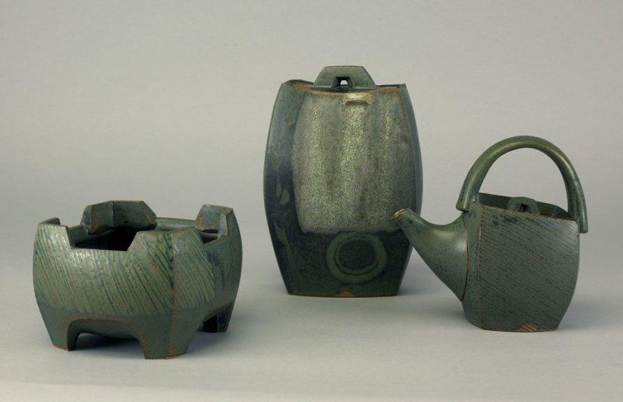 Sequoia Miller, Bowl Covered Jar Teapot, 2006. Doug Hill photograph