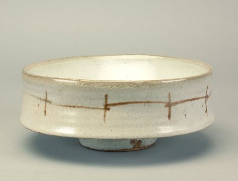 Warren MacKenzie, Bowl, 1990. Doug Hill photograph