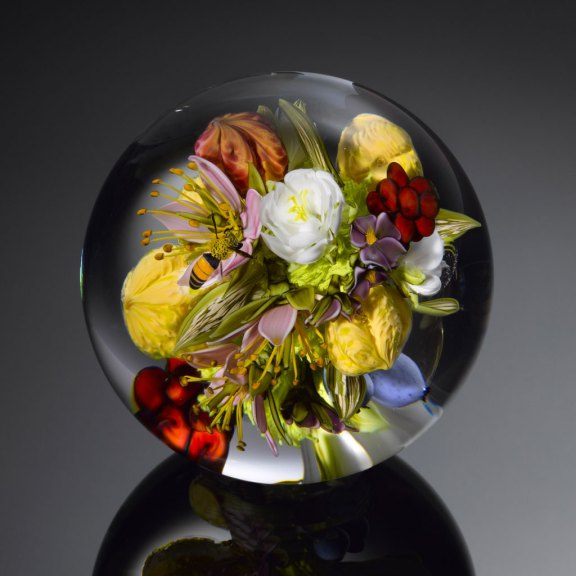 Paul J. Stankard, Flowers and Fruit Bouquet, 2014. Ron Farina photograph