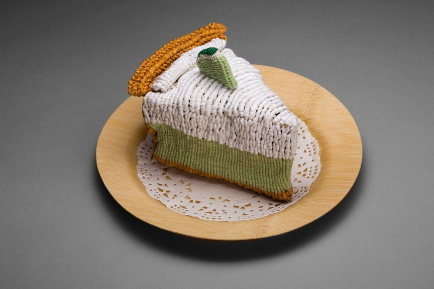 Ed Bing Lee, Key Lime Pie, 2006. Double half hitch knotted waxed linen, raffia and cotton