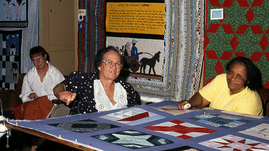 Hystercine Rankin (center) and fellow quilters, Mississippi Cultural Crossroads