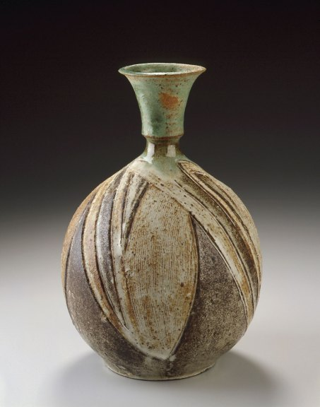 Marguerite Wildenhain, Untitled vase, c.1972. Courtesy Forrest L. Merrill, M. Lee Fatheree photograph