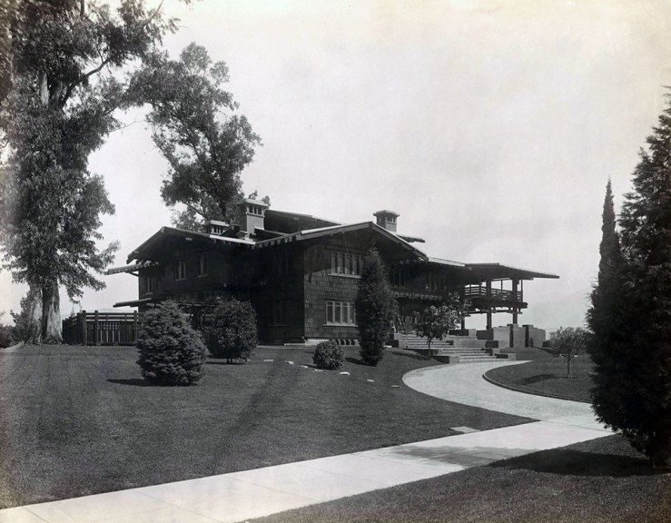 The Gamble House, looking northwest, ca. 1909. Courtesy of the Greene and Greene Archives, The Gamble House, USC.