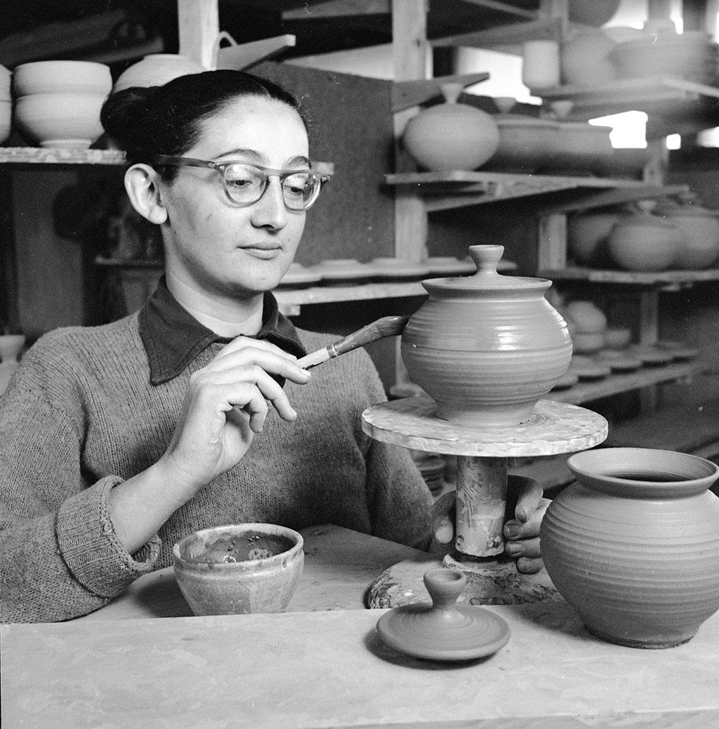 Karen Karnes. Courtesy of Western Regional Archives, State Archives of North Carolina. Craft in America VISIONARIES