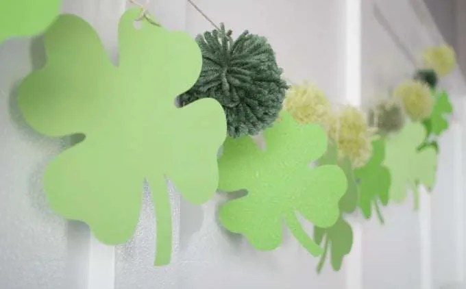 St Patricks Day Decorations - Shamrock Banner Cricut Craft