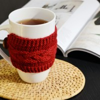 DIY braided cable mug cosy (with free pattern)