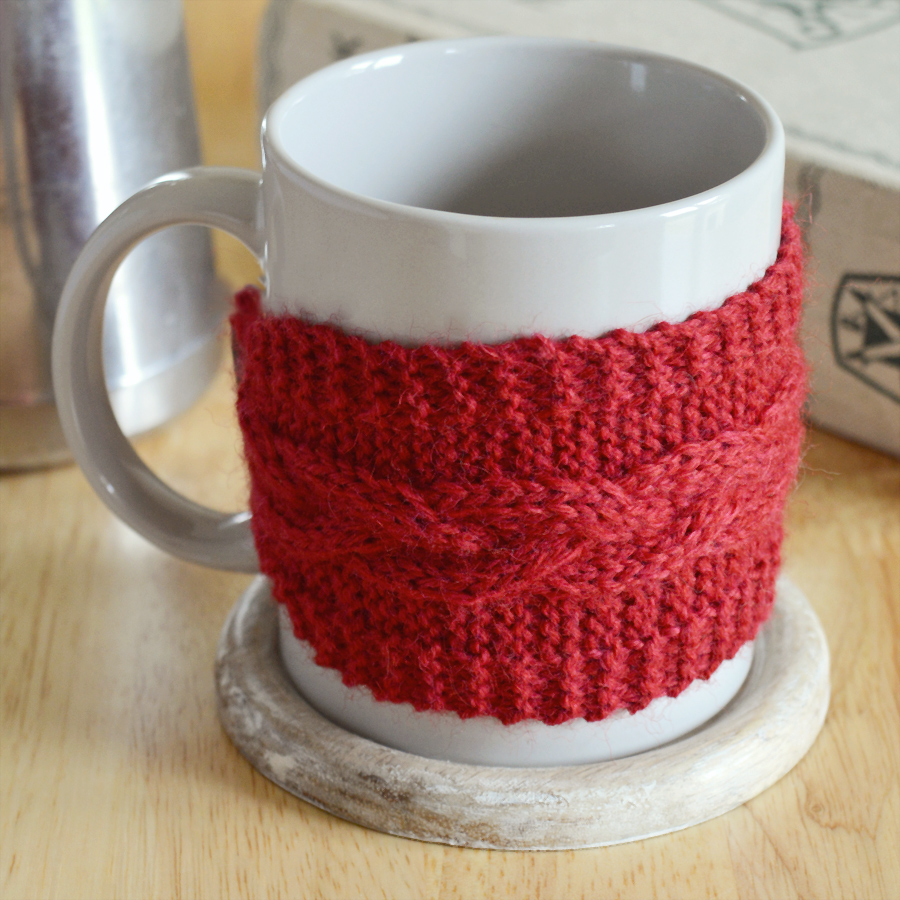 Free pattern for a braided cable mug cosy | Crafting Fingers #knitting #freebies