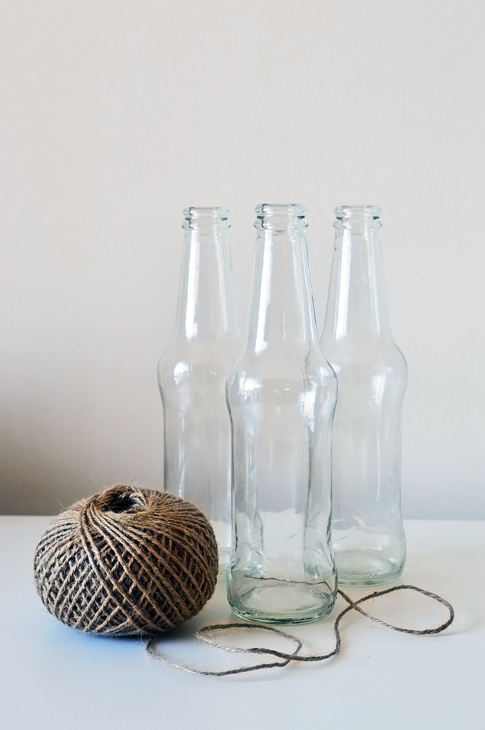 Knotted macrame bottle vases #DIY #macrame