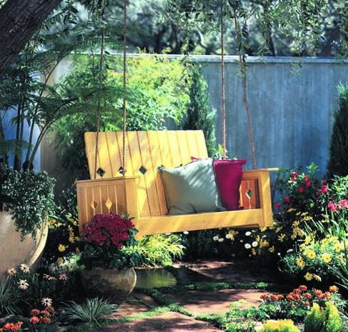 DIY pallet garden swing
