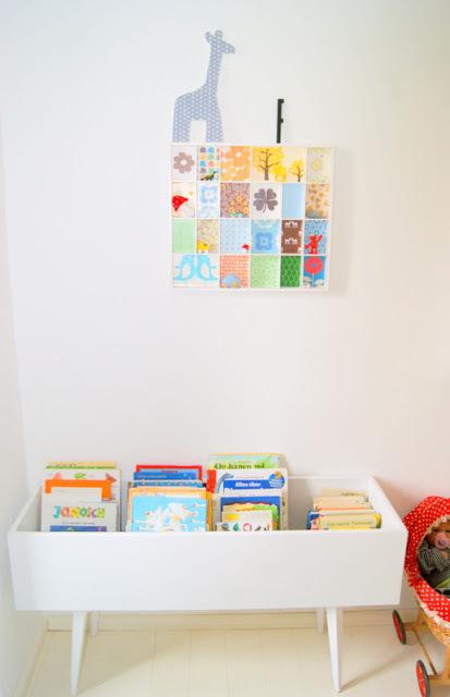 kids books display table